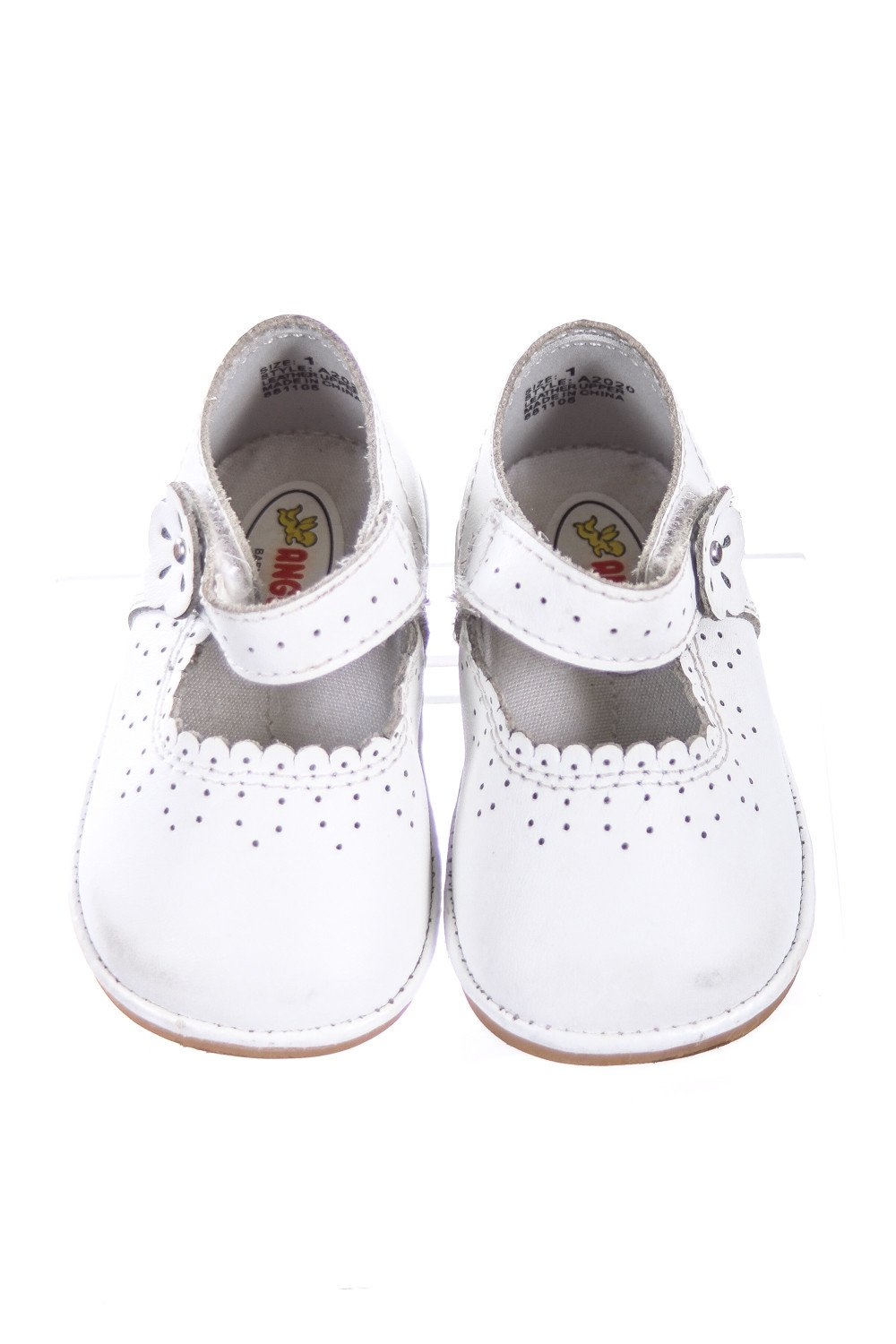 sizes: size 1 shoe, size 2 shoe, size 3 shoe, size 4 shoe, size 5 shoe, size 6 shoe The stylish Owen Oxford Shoe from Robeez makes for a great first-time shoe for your little guy. Features flexible soles and cushioned foam insoles for protection and comfort.