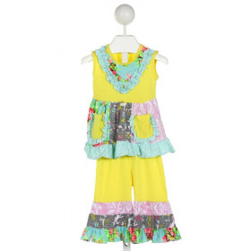 NO TAG  YELLOW KNIT FLORAL  2-PIECE OUTFIT WITH RUFFLE