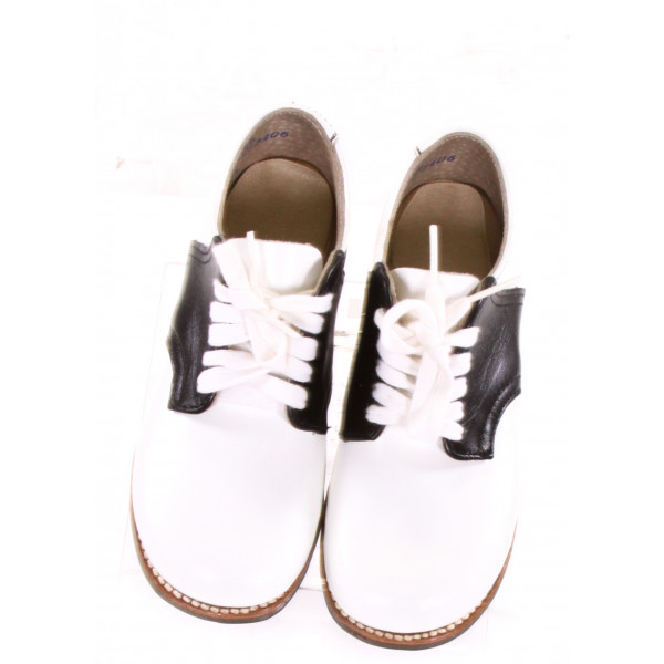 WHITE AND BLACK LEATHER SHOES *SIZE 9.5, VGU - SMALL DISCOLORATIONS