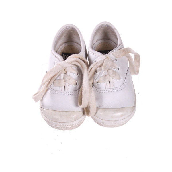 WHITE KEDS SHOES *SIZE 4, VGU - DISCOLORATION AND SCUFFING