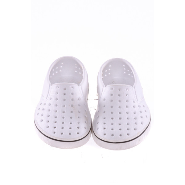 WHITE NATIVE SHOES *SIZE 6, VGU -  SOME TINY DISCOLORED SPOTS