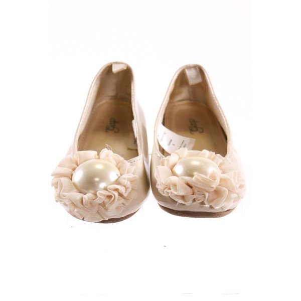 GAP IVORY BALLET SHOES WITH FLOWER *SIZE 8, VGU - A COUPLE SCRATCHES AND SOME VERY LIGHT SCUFFING