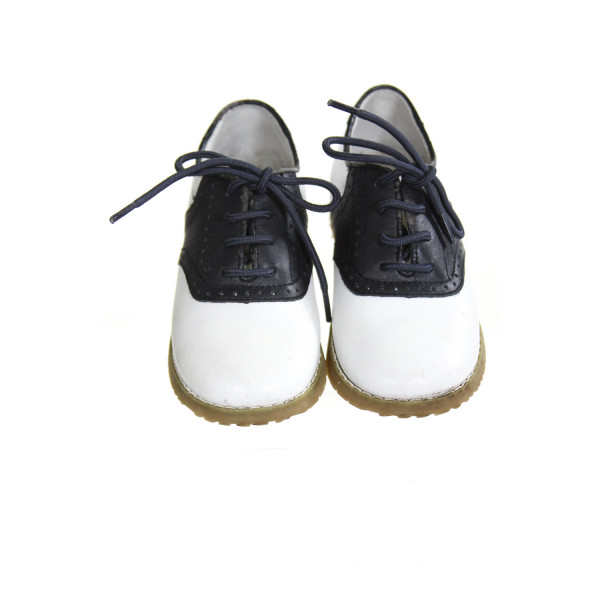L'AMOUR WHITE AND NAVY BLUE LEATHER SHOES *SIZE TODDLER 10, VGU - LIGHT DISCOLORATION AND A COUPLE TINY SCRATCH MARKS