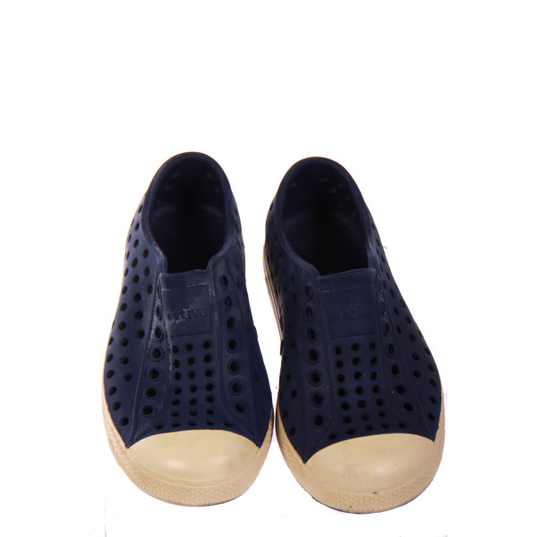 NATIVES NAVY/IVORY SHOE *SIZE 8 *VGU