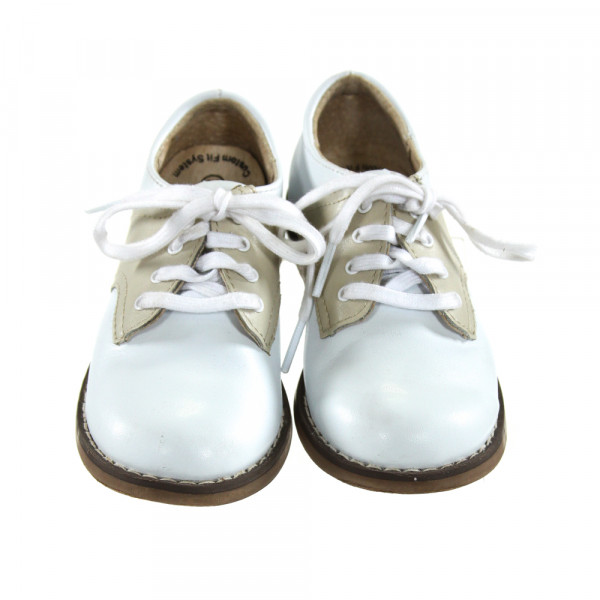 WHITE AND KHAKI FOOTMATES *SIZE TODDLER 8.5, VGU - A FEW TINY SCUFFED AREAS ON TOES AND SIDES