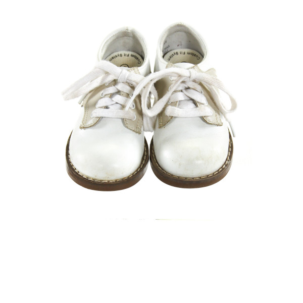 WHITE AND KHAKI FOOTMATES *SIZE TODDLER 6, GUC- DISCOLORATION