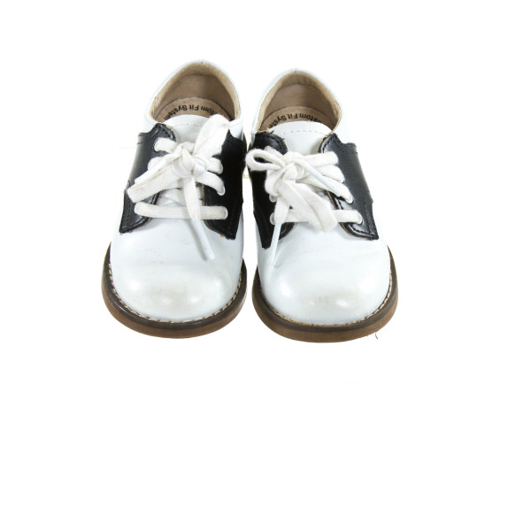 WHITE AND NAVY BLUE FOOTMATES *SIZE TODDLER 6, GUC - DISCOLORATION
