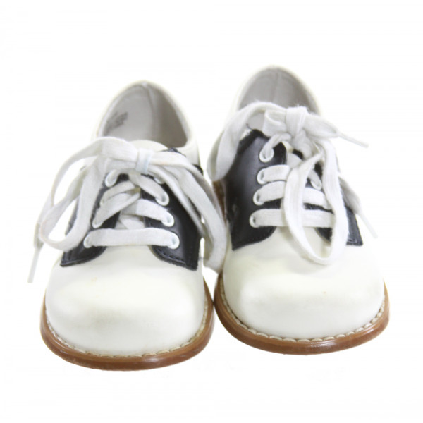 FOOTMATES WHITE AND NAVY SHOES *SIZE 6, VGU - MINOR DISCOLORATION
