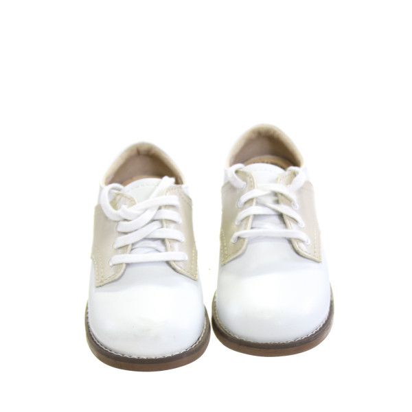 FOOTMATES WHITE AND KHAKI LEATHER SHOES *SIZE 9, VGU - SLIGHT SCUFFING AND DISCOLORATION