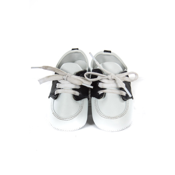 DESIGNER'S TOUCH NAVY AND WHITE SOFT SHOES INFANT SIZE 3 *SLIGHT IMPERFECTION (LACES ARE A LITTLE DINGY)