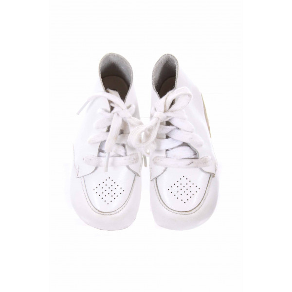 FOOTMATES WHITE LEATHER SOFT SOLE BOOTIES *VGU
