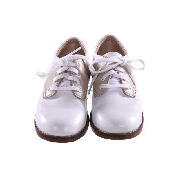 FOOTMATES WHITE AND KHAKI LEATHER SHOES *SIZE 10, VGU - SLIGHT SCUFFING AND DISCOLORATION