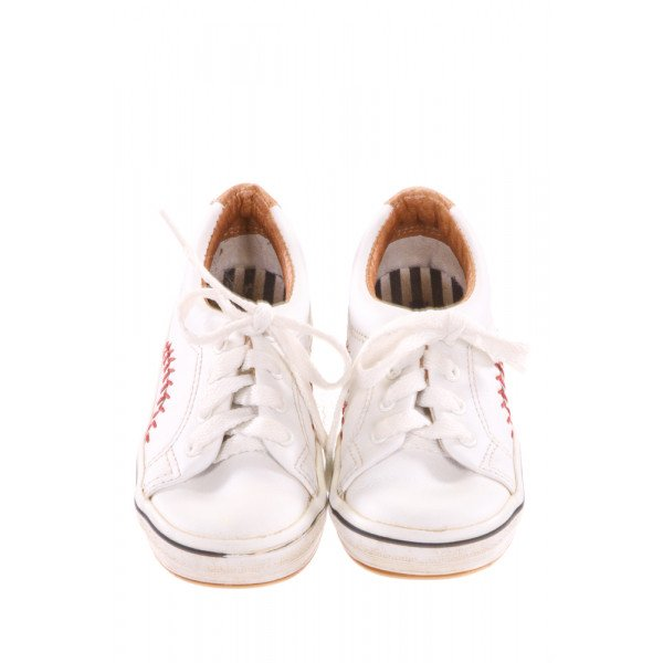 WHITE KEDS WITH BASEBALL STITCHING *SIZE 8.5, VGU - VERY MINOR DISCOLORATION