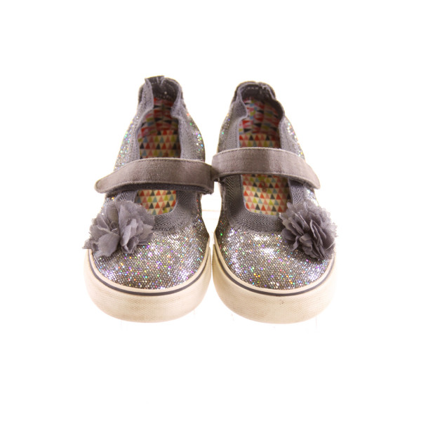 MORGAN & MILO SILVER GLITTER SHOES WITH FLOWER *SIZE 13, VGU - SOME VERY MINOR DISCOLORATIONS