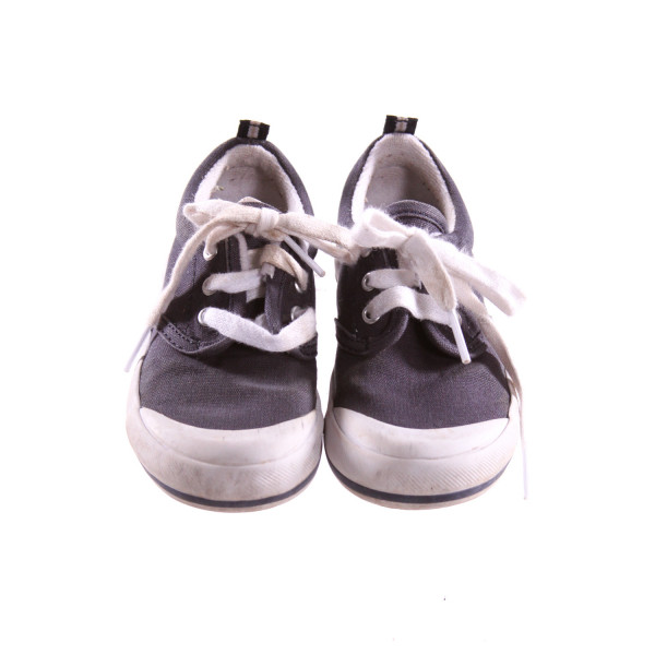 KEDS GRAY AND WHITE SHOES *SIZE 9, VGU - MINOR DISCOLORATION AND SCUFFING