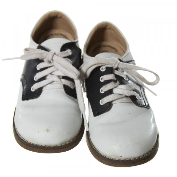 FOOTMATES WHITE AND NAVY BLUE LEATHER SHOES *SIZE TODDLER 9, GUC- SCUFFING AND DISCOLORATION