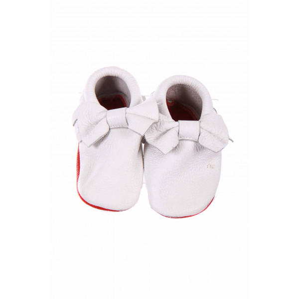 RED BOTTOM BABY WHITE LEATHER MOCCASINS WITH BOW SIZE 3 *EUC
