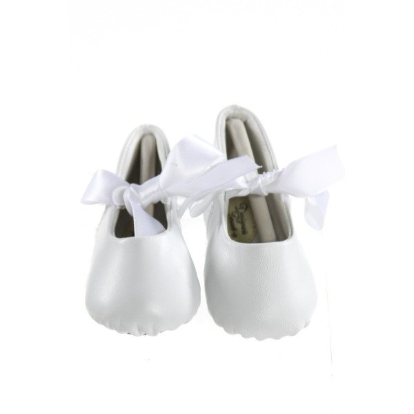 DESIGNER'S TOUCH WHITE LEATHER BABY SHOES WITH RIBBON BOWS *SIZE 3, VGU - VERY SLIGHT FRAYING AND TINY DISCOLORATION ON RIBBON
