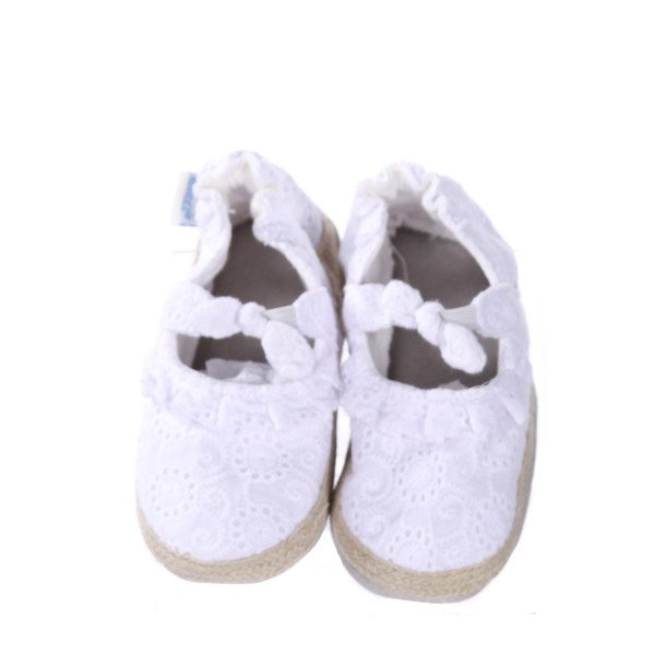 ROBEEZ WHITE SOFT SOLES WITH RUFFLE *SIZE 18-24 MONTH = APPROX SIZE 6, EUC