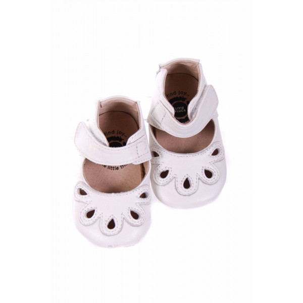 LIVIE AND LUCA WHITE LEATHER SHOES *SIZE 3 *VGU WITH SCUFF ON TOE