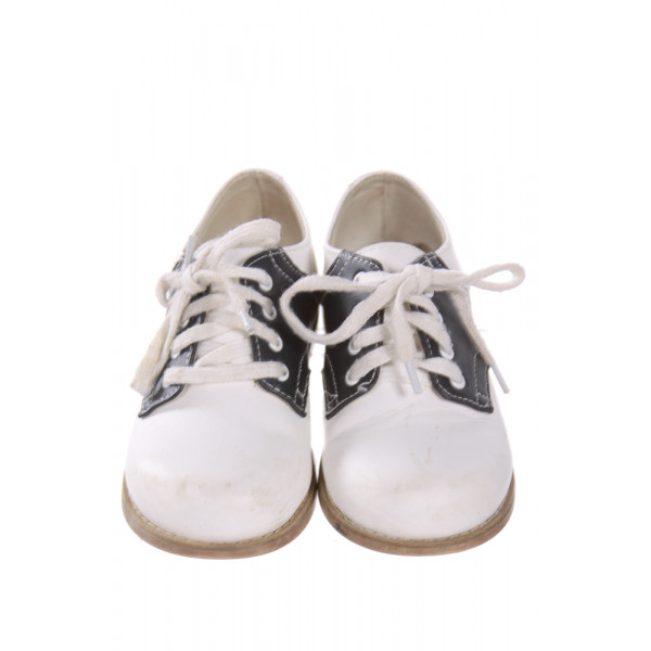 WILLITS WHITE AND BLUE LEATHER SHOES *SIZE 8EE, VGU - MINOR SCUFFING AND DISCOLORATION